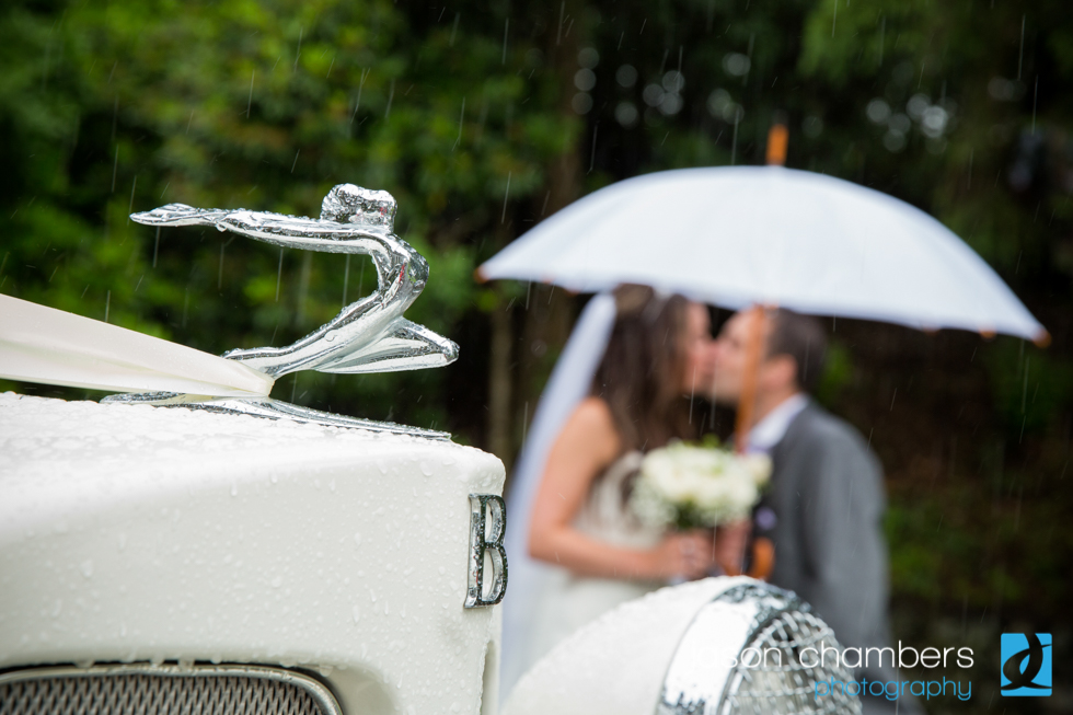 Merewood Hotel - Bride and groom in the rain
